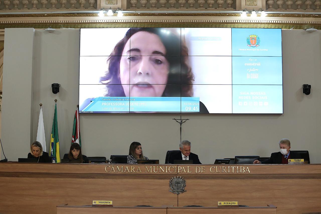 Professora Josete sugere que profissionais contratados pelo PSS não possam ser dispensados enquanto estiver em vigência